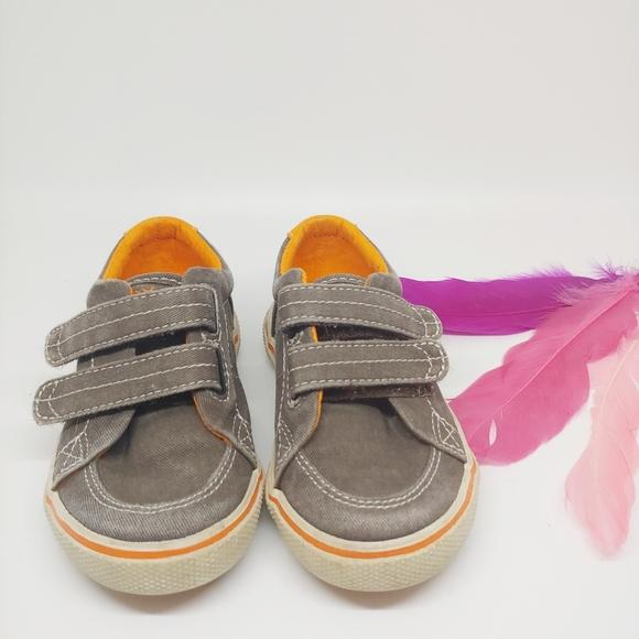 Brown Saltwash Sperry Boys Halyard H/&L Sneaker 8 Wide US Toddler